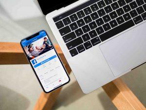 publicité-facebook-ordinateur-telephone-resaux-sociaux