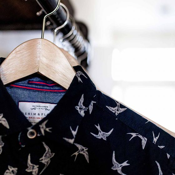 pressing-arlequin-bordeaux-chemise-lavage-cintre